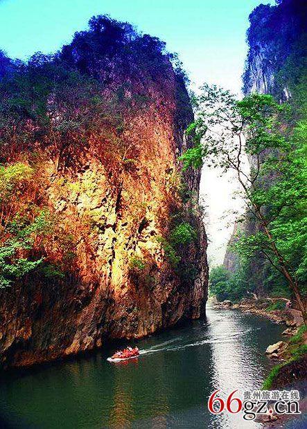 紫云苗族布依族自治县位于贵州省西南部,隶属安顺市管辖,紫云县属亚