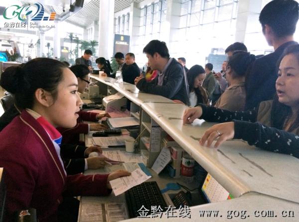 为确保旅客改签顺畅,南航贵州公司于30日已启动航班大面积延误应
