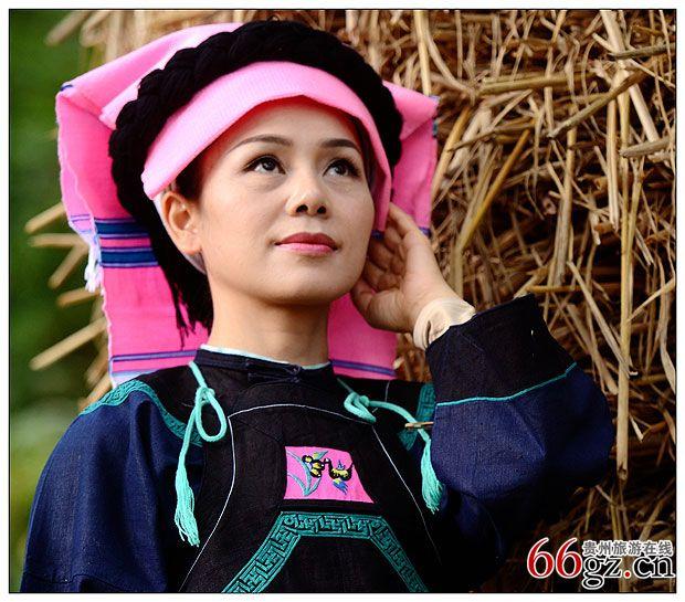 贵州惠水 古朴典雅的布依族头饰图片