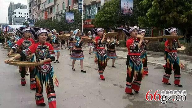 贵州望谟 布依族同胞欢庆 三月三