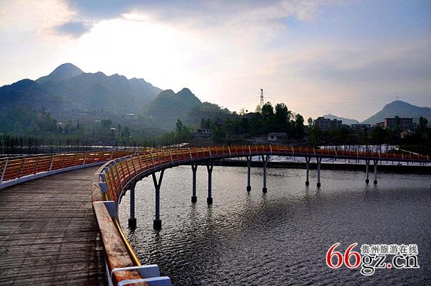 风景名胜 >> 正文        国家级湿地公园   地理位置:贵州省六盘水市