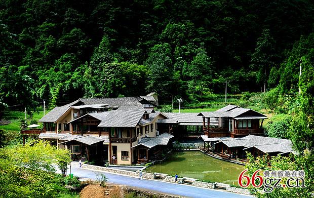 贵州风景名胜 >> 正文     中国唯一高端度假客栈——双河客栈度假村