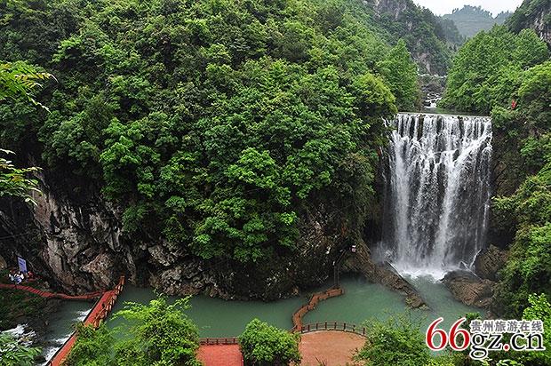 贵州旅游在线 旅游时讯 >> 正文     红果树景区集洞林山水景观为一体