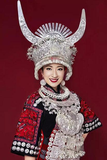 贵州旅游在线 贵州旅游文化 >> 正文     以大为美   苗族银饰以大为