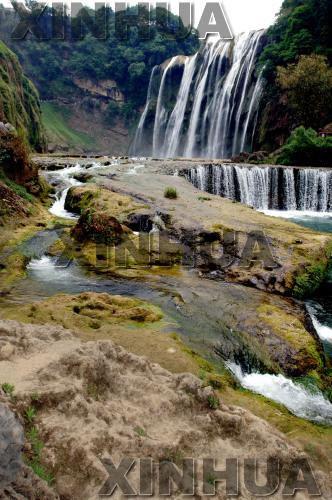 5月21日在贵州黄果树景区拍摄的瀑布.