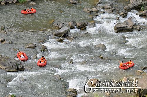 百名游客漂流清龙河 游十里画廊-贵州旅游在线