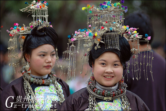 芦笙场上美女多 贵州旅游在线