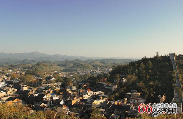 天气晴好的青岩古镇图片